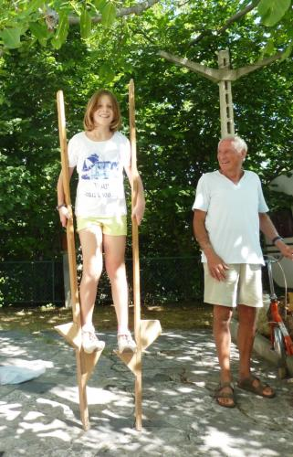2010 luglio Micol sui trampoli
